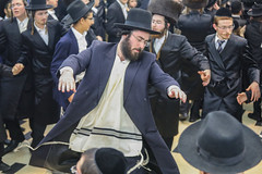 Dancing to remember (the Lord?); dancing to forget (The troubles?) (ybiberman) Tags: israel jerusalem meahshearim sukkot feast celebration dancing men hat payot shtreimel kaputa portrait candid streetphotography people
