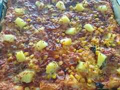2018-02-18 11.34.07 (Kirayuzu) Tags: essen food selbstgemacht selbstgekocht pizza mais salami speck bacon ananas jalapeno