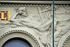 Prager Fassadendetails - 38 (fotomänni) Tags: prag praha prague kunst art reisefotografie statue skulpturen skulptur sculpture manfredweis