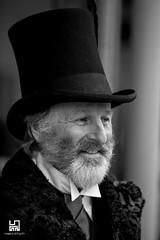 ELEGANZA (Lace1952) Tags: belleepoque kandersteg svizzera ch evento festaincostume personaggi bw eleganza cilindro fiore barba nikond4 nikkor135mmdefocusvr