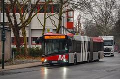 Düsseldorf : Pause de régulation au terminus de la ligne M3 pour cet Urbino 18 IV. La Rheinbahn a récemment lancé les 3 lignes Metrobus avec des couloirs de bus et des véhicules articulés neufs. (02.02.2019) (thomas_chaffaut) Tags: düsseldorf deutschland rheinbahn metrobus m3 solaris urbino urbino18 newurbino commondirection urbinoiv dienstfahrt bus autobus verkehr transport instatransport busstop kingsvehicles kingstransports tvtransport discover neverstopexploring weekend germany