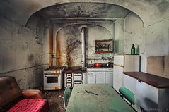 il sogno della casalinga (Knee Bee) Tags: cuchina casalinga oncewashome abandonedvilla decay degrado urbex casa