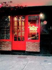 parece bom! (lucia yunes) Tags: rua bar restaurante comida comidaitaliana luciayunes motoz3play streetphoto streetshot streetphotography mobilephoto mobilephotography restaurant