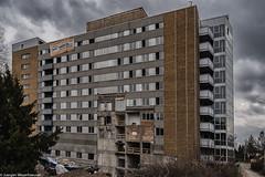 HWW Window Wednesday - Es war einmal eine Klinik (J.Weyerhäuser) Tags: klinik abriss window windowwednesday urbex krankenhaus türen fenster mainz hildegardiskrankenhaus