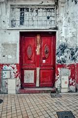 La porte rouge (Isa-belle33) Tags: door porte urban urbain city ville street wall mur fujifilm bordeaux streetphotography streetart streetartbordeaux nasti old ancien