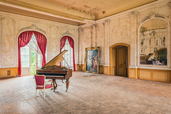 07 / 2019 (the-black-swan) Tags: urban urbex abandoned exploration verlassen verfallen vergessen old past place places lost decay hdr forgotten sony architektur gebäude geometrisch decayed derelict marode fineart art architecture piano castle schloss chateau