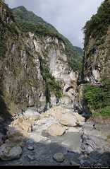 Taroko NP, Taiwan (JH_1982) Tags: taroko national park np nationalpark parque parc nacional 太魯閣國家公園 太魯閣国家公園 타이루거 국가공원 тароко национальный парк gorge schlucht valley river water rocks parco nazionale nature landscape scenery scenic mountain mountains natur landschaft táiwān taiwan roc 臺灣 台灣 中華民國 中華民国 중화민국 китайская республика تايوان चीनी गणराज्य