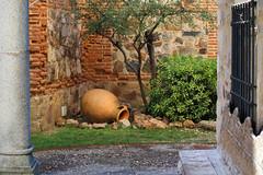 Caceres, Patrimoine de l'Humanité (hans pohl) Tags: espagne estrémadure caceres architecture jardins gardens murs walls plantes plants