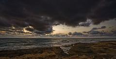 Luces del crepúsculo (Fotgrafo-robby25) Tags: alicante amanecer costablanca marmediterráneo nubes rocas sonyilce7rm3