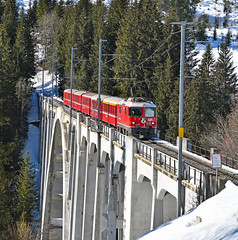 Loco-hauled services return to the Arosa line in 2019 (DS 90008) Tags: rhb arosa langwieserviaduct 631 train railway railtransport viaduct engineering switzerland swissrailways swissalps locomotive lok chur electrictraction electricloco electrictrain locohauled passenger passengerloco metregauge narrowgauge nature re1434
