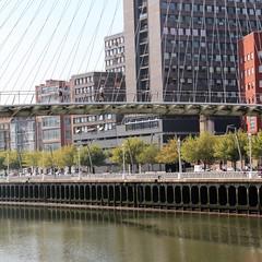 Passerelle (JP13009) Tags: bridge passerelle bilbao immeubles fleuve river haubans nervion