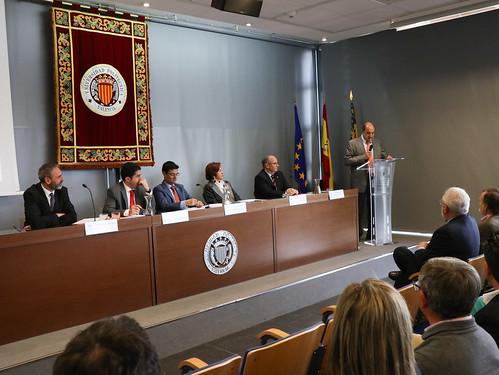 """Descubrimiento de la placa del Premio Hispania Nostra 2018 a la remodelación de Ferrándiz y Carbonell, en Alcoy (Alicante) e inauguración de la exposición """"Re-conociendo el Patrimonio español en Europa"""" • <a style=""""font-size:0.8em;"""" href=""""http://www.flickr.com/photos/141347218@N03/33686392318/"""" target=""""_blank"""">View on Flickr</a>"""