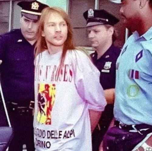 @Axl Rose 💥 #arresto #riot #stlouis #maglietta #tshirt  #stadiodellealpi #torino 🎥#elettritv💻📲 #sottosuolo #musica #rock #arrested #hardrock 🎸 @gunsnroses 💀 🌹 #undeground #webtv #musicaoriginale #w