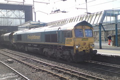 66611 (Rob390029) Tags: freightliner class 66 66611 carlisle citadel railway station car train