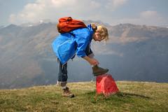 Tiying up her boots (MoJo_3016) Tags: san bernardo wandern wanderung