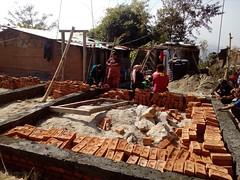 Construction d'une maison résistante aux catastrophes (infoglobalong) Tags: bénévolat humanitaire stage bâtiment construction reconstruction catastrophe séisme tremblementdeterre maison structure chantier asie népal