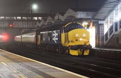 Large Logo 37402 with load 9 passes through a murky Ipswich Station on an Ilford EMUD to Norwich C.Pt working. 22 02 2019 (pnb511) Tags: trains railway ipswich greateasternmainline geml drs rail freight class37 track station platform canopy footbridge carriages loco locomotive diesel engine nightscene shot dark night misty fog
