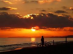 Posta de sol (4) (calafellvalo) Tags: atardecersunsetocasocalafellestanycontraluzcalafellvalo sunset atardecer ocaso calafell playa beach vespre coast nuves contraluz baixpenedès calafellvalo