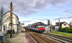 567430 at Noyelles (robmcrorie) Tags: novellas station somme baei estuary river france north nord sncf class bb 67400 567430 nikon d850 semaphore signal