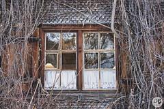 Altes Bauernhof-Fenster (Bajadere) Tags: bauernhof fenster antik allgäu holz old farmhouse window nikon oberallgäu winter