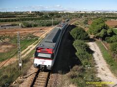 Tren de Cercanías de Renfe (Línea C-1) a su paso por SILLA (Valencia) (fernanchel) Tags: adif silla ciudades renfe spain c1 поезд bahnhöfe railway station estacion ferrocarril tren treno train rodalies cercanias