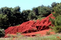 Verde e rosso - Green and red (rocco944) Tags: rocco944 otranto lecce puglia italy salento excavadibauxite canoneos650d