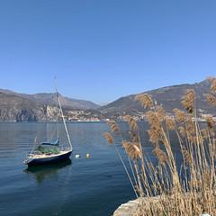 (Paolo Cozzarizza) Tags: italia lombardia brescia pisogne panorama acqua riflesso imbarcazione piante