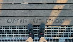 Captain auf der Brücke (Froschkönig Photos) Tags: captain auf der brücke captainaufderbrücke captainaufbrücke hubbrücke magdeburg elbe canoneos70d efs18135 füsse froschkönig ich me