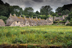 Arlington Row, Bibury, Gloucestershire, UK (rmk2112rmk) Tags: arlingtonrow bibury gloucestershire uk cotswolds village architecture cottages rural scenic