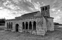 Ermita de Requijada (Segovia) (Jose Manuel Cano) Tags: ermita requijada segovia españa spain nikond5100 bn bw románico templo church piedra stone nube cloud