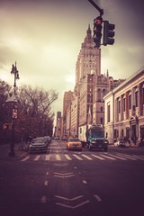 Cross the street (Laurent DZQ) Tags: newyork landscape paysage street rue trafic winter hiver city cityscape clouds building skyline américains american usa centralpark canon canon5d 5dmarkiv 1635mmf28 lightroom trees cold froid journée sun day mood ambiance dark