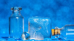 Hot Or Cold - 6601 (✵ΨᗩSᗰIᘉᗴ HᗴᘉS✵62 000 000 THXS) Tags: hotorcold hot cold ice icecube water vapeur buée blue macro macromondays bokeh belgium europa aaa namuroise look photo friends be yasminehens interest eu fr party greatphotographers lanamuroise flickering mm hmm