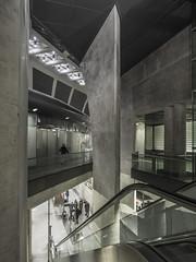 Unter dem Heumarkt (lars_uhlig) Tags: 2018 köln cologne heumarkt deutschland germany ubahn underground metro station beton concrete rolltreppe escalator