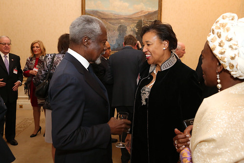 Commonwealth Secretary-General elect Patricia Scotland speaking with former UN Secretary General Kofi Annan