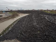 Nieuwe dijk bij Delfzijl (Jeroen Hillenga) Tags: dijk delfzijl groningen netherlands dike waterkering eems zeedijk dijkverzwaring