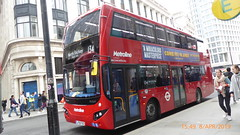 P1150538 VMH2580 LF19 FXD at Tottenham Court Road Station Tottenham Court Road London (LJ61 GXN (was LK60 HPJ)) Tags: metroline metrolinewest volvob5lhybrid mcv evoseti mcvevoseti 105m 10490mm vmh2580 lf19fxd nb985