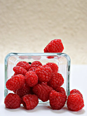2018 Sydney: Raspberries (dominotic) Tags: 2018 food fruit raspberry redfruits berries yᑌᗰᗰy foodphotography sydney australia