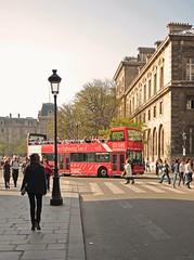 Urban life (carlos_ar2000) Tags: calle street gente people omnibus bus color colour arquitectura architecture paris francia