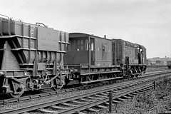 D3454 at Hunslet (Garter Blue) Tags: leeds hunslet 1966 diesel shunter class08 marshalling yard goods freight bw monochrome film zorki fed 35mm