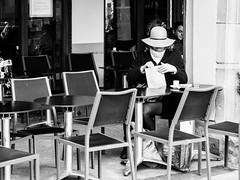 What a wonderful gift (Lasorigin) Tags: bâtiment chaise fenêtre magasin porte portrait restaurant strasbourg street sujet urbanpicture steel hat chapeau cadeau pavé café pilier building chair window shop people pillar blackwhite bw noirblanc nb portray