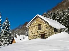 Col de la Trappe (Ariège) (PierreG_09) Tags: ariège pyrénées pirineos couserans montagne occitanie midipyrénées hiver neige col latrappe grange étable cabane ustou auluslesbains