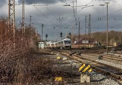 02_2019_02_09_Recklinghausen_Ost_6101_086_DB_schiebt_IC ➡️ Hamm (ruhrpott.sprinter) Tags: ruhrpott sprinter deutschland germany allmangne nrw ruhrgebiet gelsenkirchen lokomotive locomotives eisenbahn railroad rail zug train reisezug passenger güter cargo freight fret recklinghausen recklinghausenost db dispo eloc erd vps 6101 6185 6186 6193 9121 9125 es 64 f4 es64f4 mrcedispo ic lte militärzug siemens traxx vectron outdoor logo natur graffiti