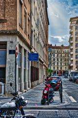 A l'angle de la rue Perrod & de la rue d'Isly, LYON, 69004. (Pascal Rey Photographies) Tags: lyon lugdunum auvergnerhônealpes aurorahdr rhônealpes rhône france rues danslesrues inthestreets strasse strassen via calle croixrousse xrousse