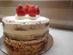 Naked Cake panna e fragole (dolciefantasia) Tags: cake cakedesign torta pastadizucchero decorazione festa compleanno milano dolci fantasia dolciefantasia biscotti cupcake minicake cakepops panna fragole nakedcake