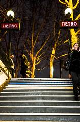 2019-03-08 - Vendredi - 67/365 - Plus haut - (France Gall) (Robert - Photo du jour) Tags: 2019 mars france metro femme plushaut francegall marche escalier métro enseigne paris bouche