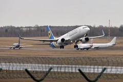UR-PSU DSC_7304 (sauliusjulius) Tags: urpsu boeing 7378as ukraine international airlines int b738 ps aui 508387 vilnius vno kiev kbp