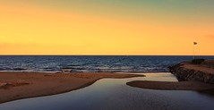 Flag (Luc1659) Tags: tramonto mare primavera colore bandiera sea sunset colors tranquillità silenzio orange