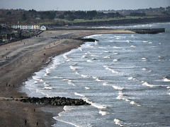 Bray beach (turgidson) Tags: panasonic lumix dmc g7 panasoniclumixdmcg7 panasonicg7 micro four thirds microfourthirds m43 g lumixg mirrorless x vario 35100mm 35100 f28 hhs35100 telephoto zoom lens panasonic35100 panasoniclumixgxvario35100mmf28 silkypix developer studio pro 9 silkypixdeveloperstudiopro9 raw p1290405 bray wicklow ireland spring beach coast coastal sea irish irishsea la mer lamer waves tide