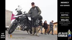 En latex davant la moto (pascalenbottes1) Tags: mennecy bottestretorn tretorn tretornboots latex latexnoir salopettelatex blackrubber rubber rubberbibandbraces rubberboots rubberlaarzen boot boots botas botasdehule botte bottédecaoutchouc bottes bottescaoutchouc bottésdecaoutchouc bottesencaoutchouc bottescaoutchoucfreefr botteux garsenbottes pascallebotteux pascalbourcier wellingtonboots moto biker diapered diapers rainyday stivalidigomma goma guma gumboots gummi gummistiefel videgreniers stiefel stivali stövler street rue caoutchouc cap casquette wellies ciszme laarzen pascal rainboots galochas ambc httpbottescaoutchoucfreefr