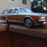 BoS 1:18 1985 Oldsmobile Custom Cruiser thumbnail